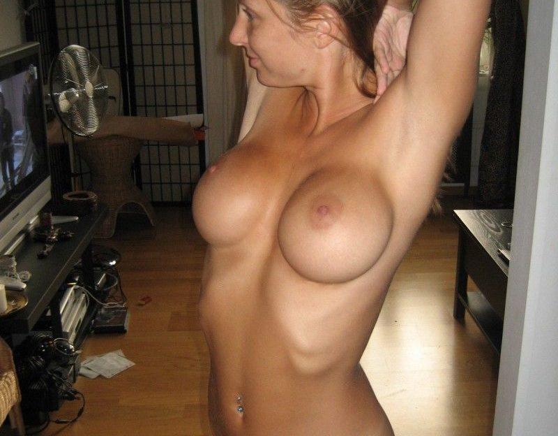 Amateur Girl aus Deutschland hat geile Brüste